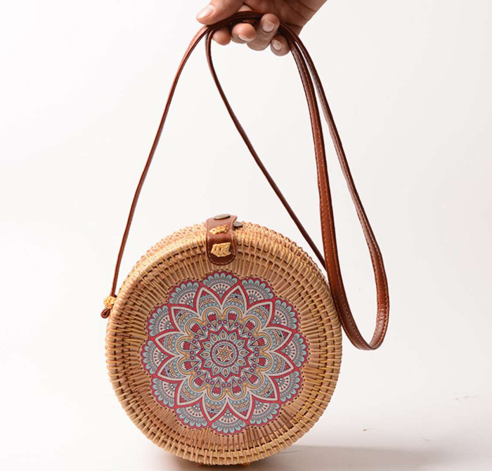 sac osier rond à bandoulière -blue mandala
